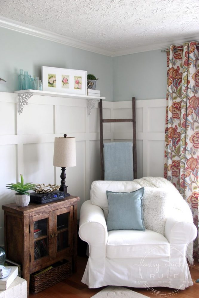 DIY Faux Board and Batten - #diy #boardandbatten artsychicksrule.com