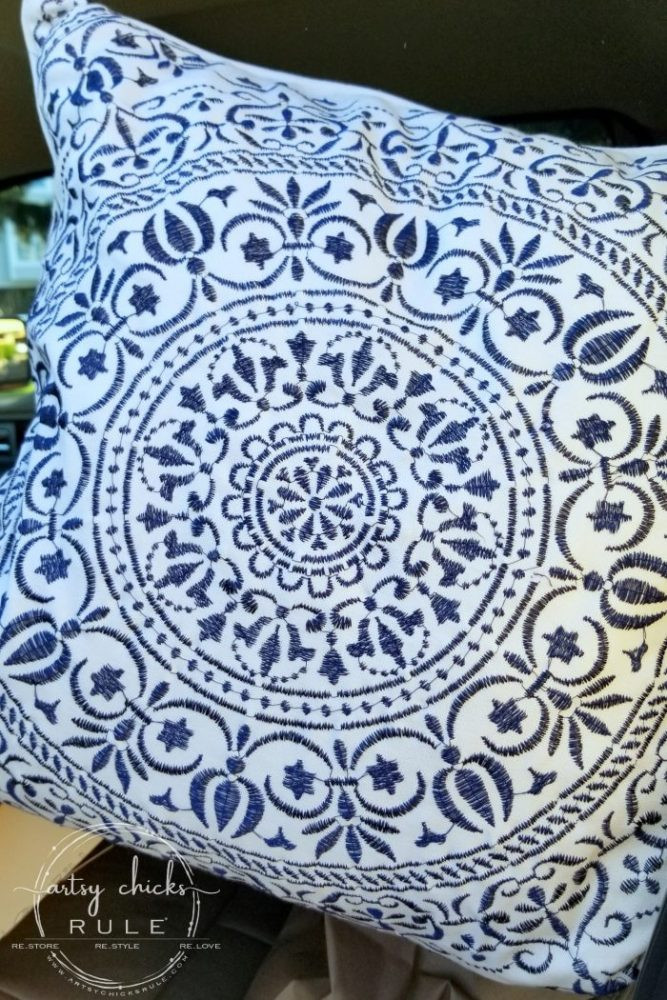 Outer Banks Places To Eat (and shop!) Blue and White Pillow - artsychicksrule.com #outerbanks #outerbankseats #outerbanksshopping #beachdecor #coastalstyle #traveldestinations #travelideas #obx #beachtrips #coastaldestinations