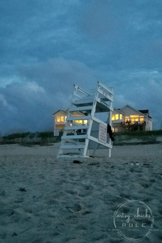 Outer Banks Things To Do (and see!!) lifeguard stand artsychicksrule.com #outerbanks #outerbanksvacation #obx #traveldestinations #travel #visitobx #thingstodoinobx #outerbankstrip #coastaldestinations #coastalvacations #nagshead #hatteras #manteo