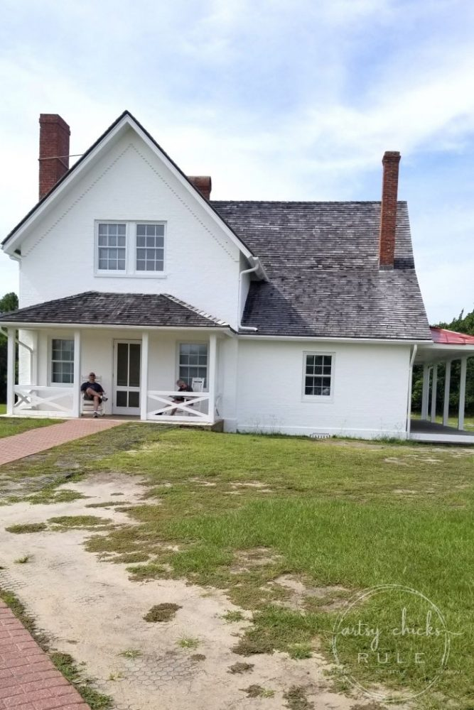Outer Banks Things To Do (and see!!) Lightkeeper's quarters artsychicksrule.com #outerbanks #outerbanksvacation #obx #traveldestinations #travel #visitobx #thingstodoinobx #outerbankstrip #coastaldestinations #coastalvacations #nagshead #hatteras #manteo
