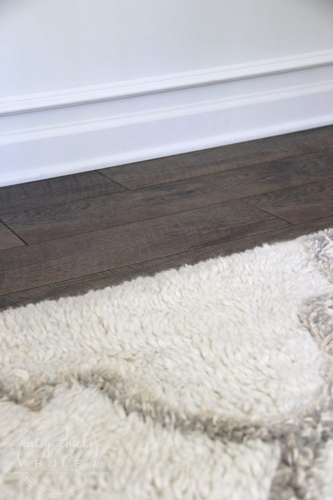 Installing Laminate Flooring (tips & tricks!!) artsychicksrule.com #installinglaminate #laminateflooring #driftwood #selectsurfaces #ad # flooringmakeover #rusticflooring #farmhouseflooring #flooringideas #diyflooring