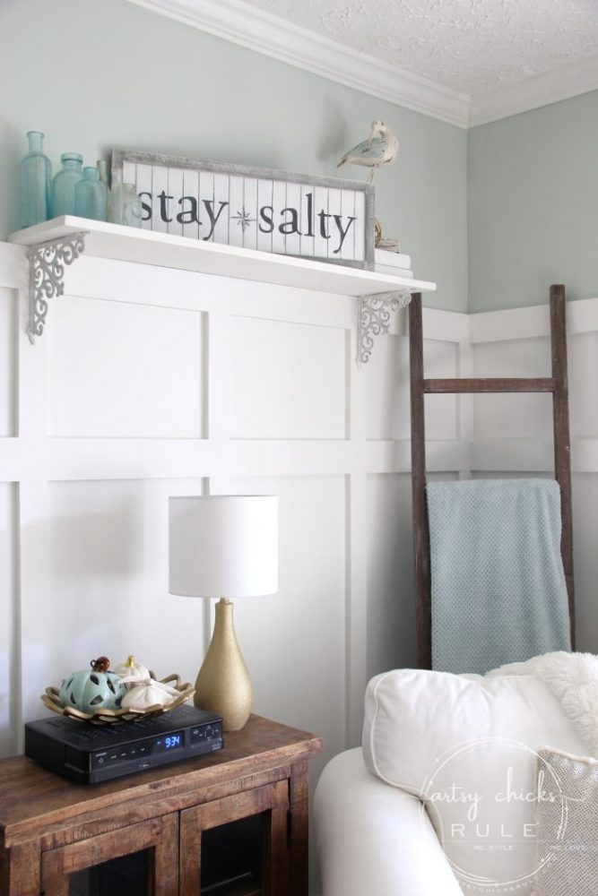 DIY Stay Salty Sign AND a Thrift Store Shopping VIDEO!! So much fun! artsychicksrule.com #staysalty #staysaltysign #coastalsign #coastaldecor #coastalstyle #nauticalsign #coastalideas #diysign #thriftstoremakeover #thriftymakeoverideas