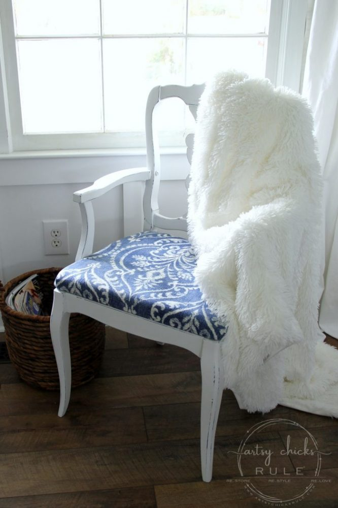 13 White Painted Furniture Makeovers (you can do!!) artsychicksrule.com #whitefurniture #whitepaintedfurniture #furnituremakeovers #chalkpaintedfurniture