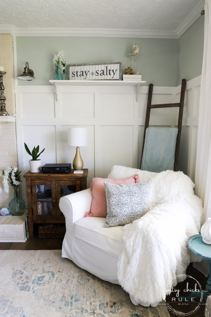 Simple Spring Decorations & Ideas stay salty sign and pink pillow artsychicksrule.com