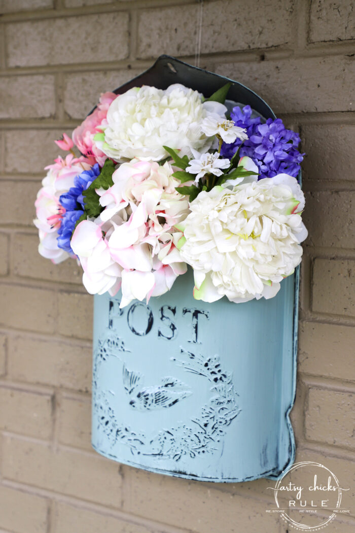This sweet antique mailbox makes the perfect spot for spring flowers!! Even if it's the wrong color! Just paint it! artsychicksrule.com for porch