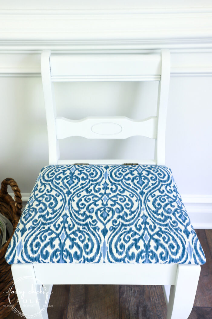 This dressing chair got a brand new makeover, so simply and quickly! With the right tools, you can do the same in one afternoon's time! #artsychicksrule.com #furnituremakeover #dressingchair #bluefabric #blueandwhitefurniture