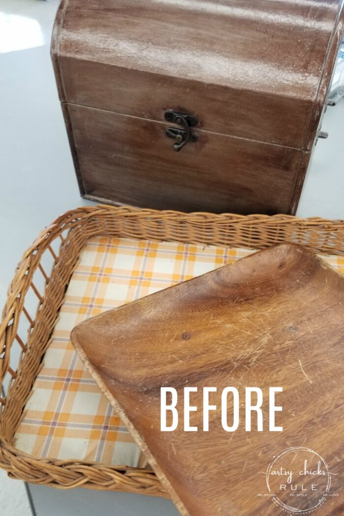 This old, dated thrift store find got a brand new look...and life! French basket tray with grain sack stripes and a Prima Design Transfer! #frenchbasket #primatransfers #primaredesign #frenchgraphic #frenchstyle #grainsackstripes