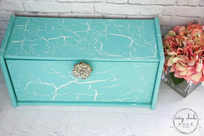 Dixie Belle Crackle is one way to give that aged, cracked style finish. I love the finished look, but did I love the product?? Read on to see! artsychicksrule.com #dixiebelle #dixiebellecrackle #dixiebellemakeover #breadboxmakeover