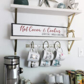 Hot Cocoa And Cookies Christmas Sign (and free printable!)