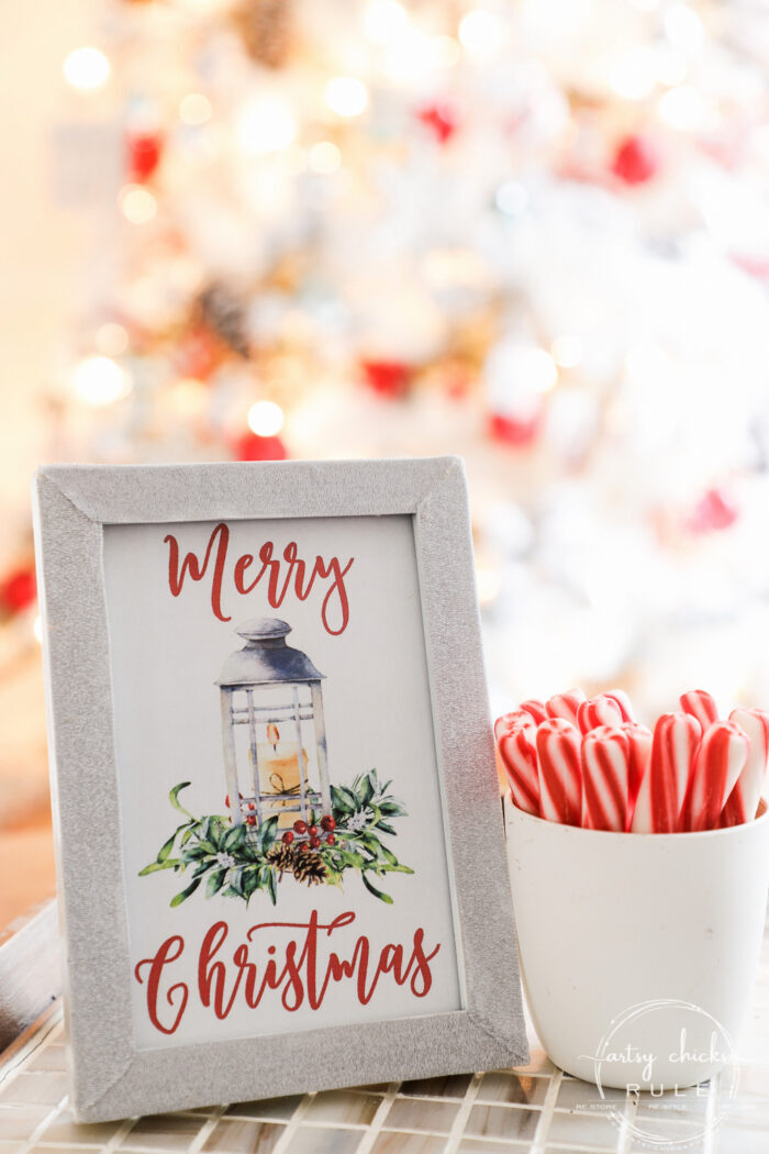 Merry Christmas Printable -FREE Download!! artsychicksrule.com #freeprintable #merrychristmasprintable #merrychristmasdecor #christmascraftideas