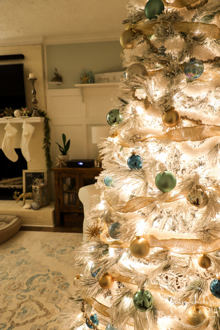 Nighttime Christmas Home Tour - Magical evening glowing lights! artsychicksrule.com - #nighttimetour #nighttimeChristmas #Christmasatnight