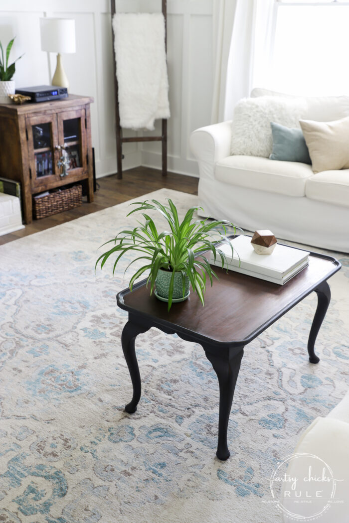 Elegant makeover on this navy blue coffee table with brown glaze! artsychicksrule.com #navybluefurniture #brownglaze