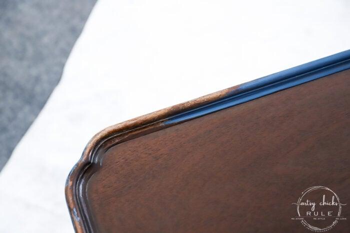 Elegant makeover on this navy blue coffee table with brown glaze! artsychicksrule.com #navybluefurniture #brownglaze