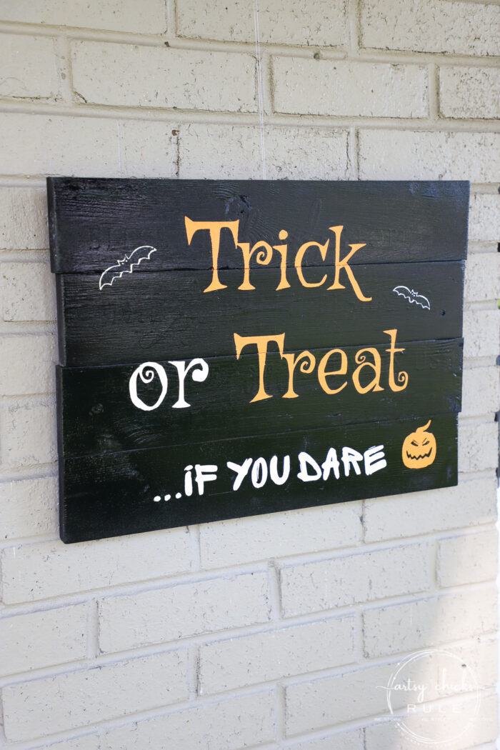Make this trick or treat sign with my free printable...if you dare! (I couldn't resist) OR just print it out and frame it for your Halloween decor. artsychicksrule.com