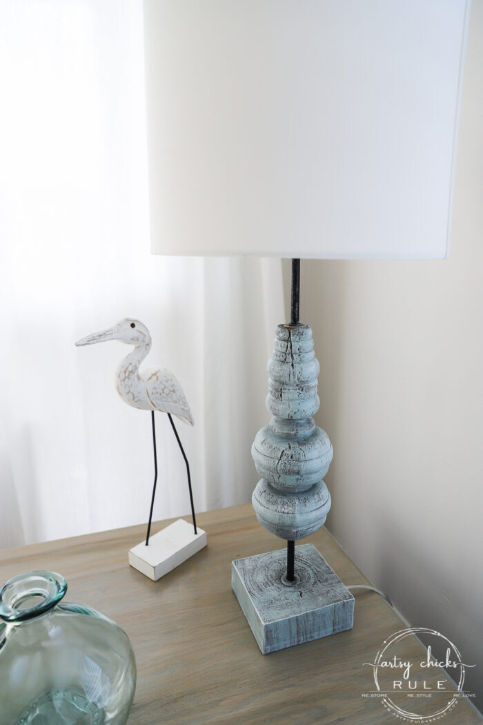Today I'm sharing how to do this simple dry brushing paint technique to give new life to old decor! artsychicksrule.com #drybrushing #paintedlamp