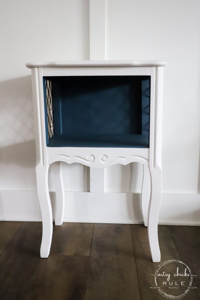 Fusion Seaside and Picket Fence gave this sad little side table a new lease on life! artsychicksrule.com