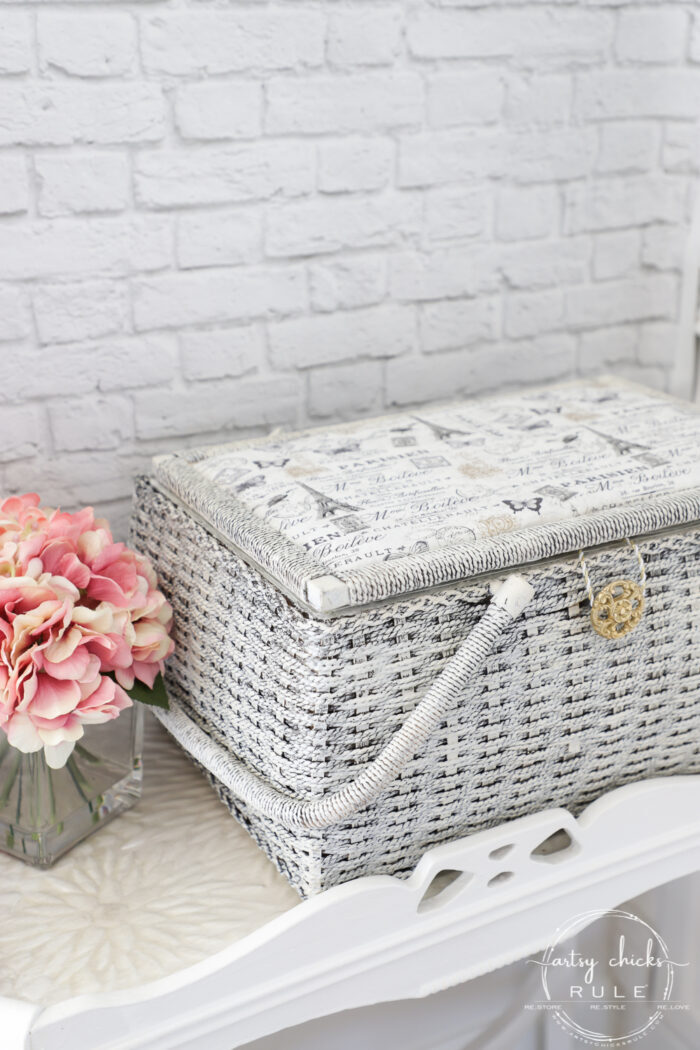 French style basket with lid