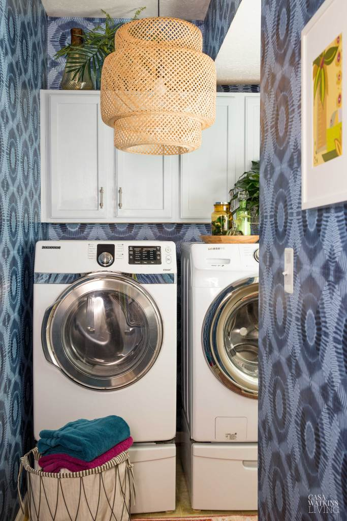 laundry room with washer/dryer and dark blue circled wallpaper