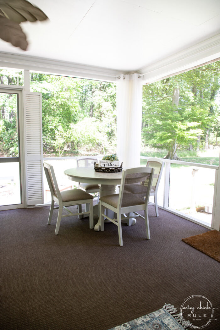 dining table round with chairs screens open