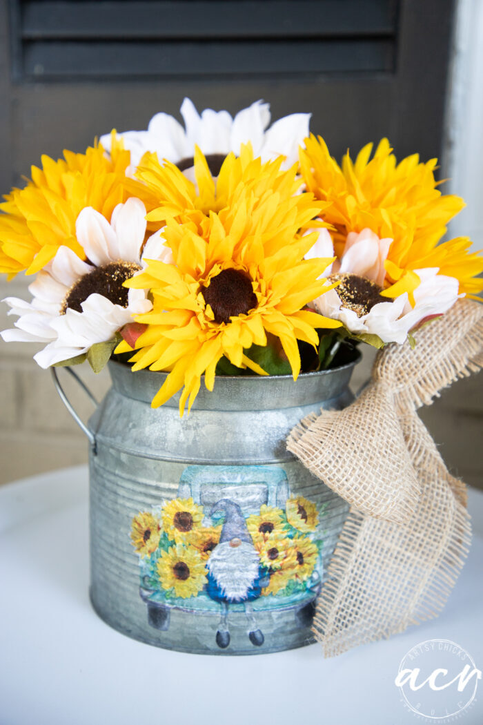 front view of napkin decoupage and sunflowers